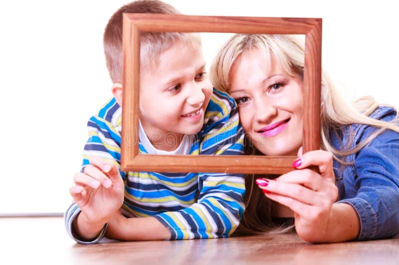 Matki i syna sztuka z pustą ramą fotografia royalty free