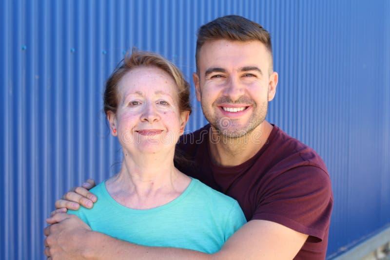 Matki i syna wp?lnie portret fotografia royalty free