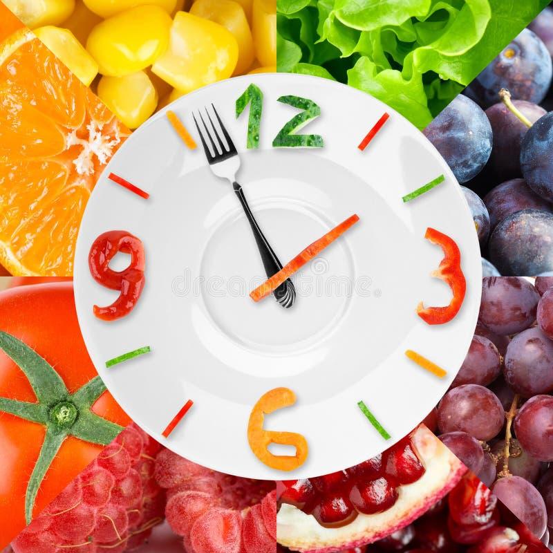 Matklocka med grönsaker och frukter fotografering för bildbyråer