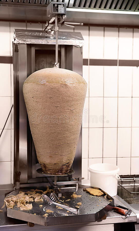 Matlagning Shawarma, kök royaltyfri foto