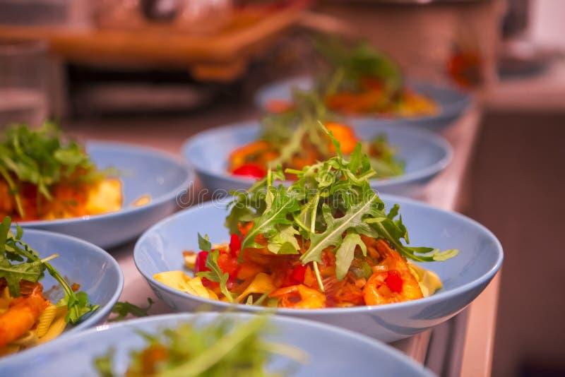 Matlagningpasta, överdådig matställe, havs- nudlar för italiensk tomat, fotografering för bildbyråer
