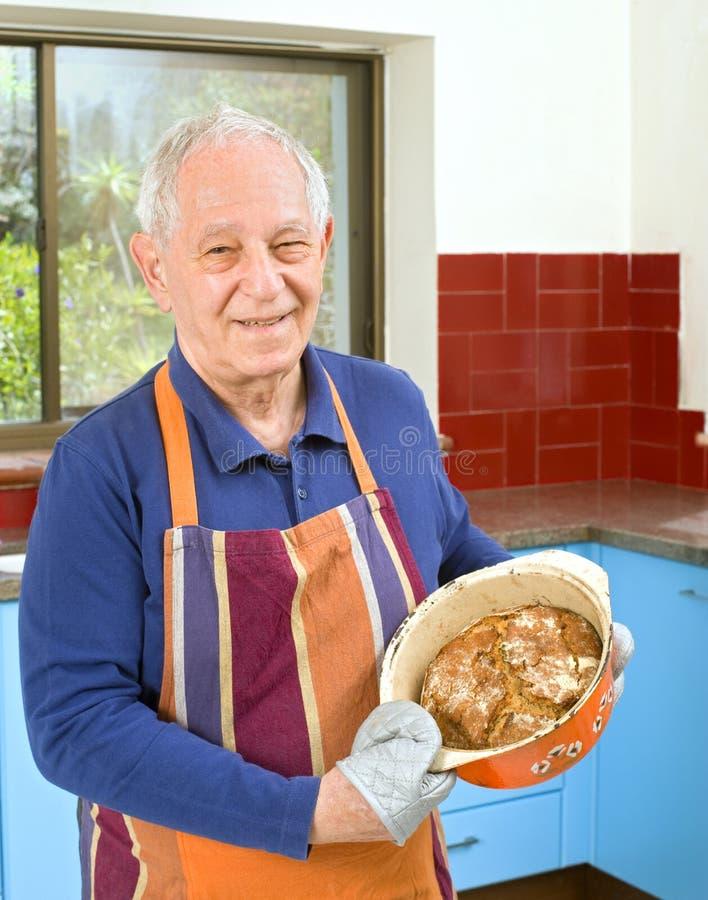 matlagningpensionär royaltyfria foton