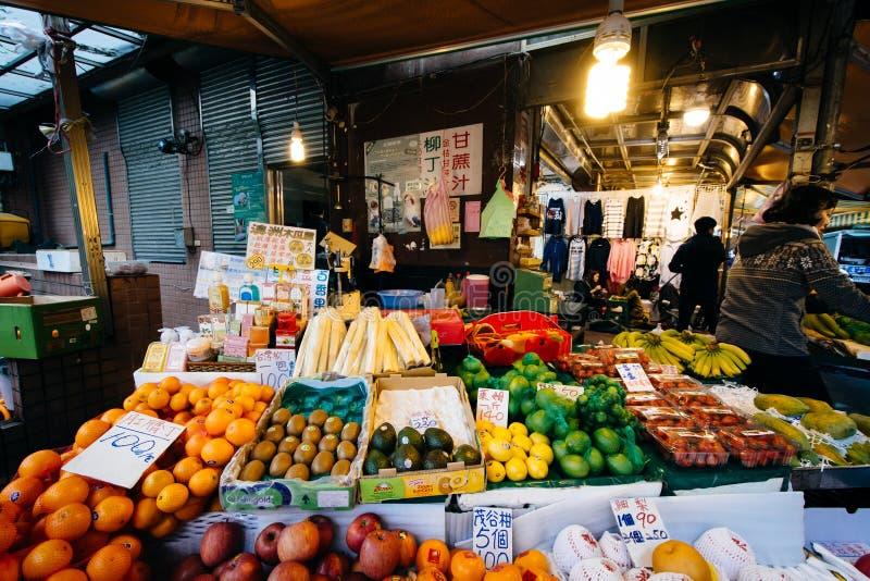 Matmarknad nära Dongmen, i Taipei, Taiwan arkivbilder
