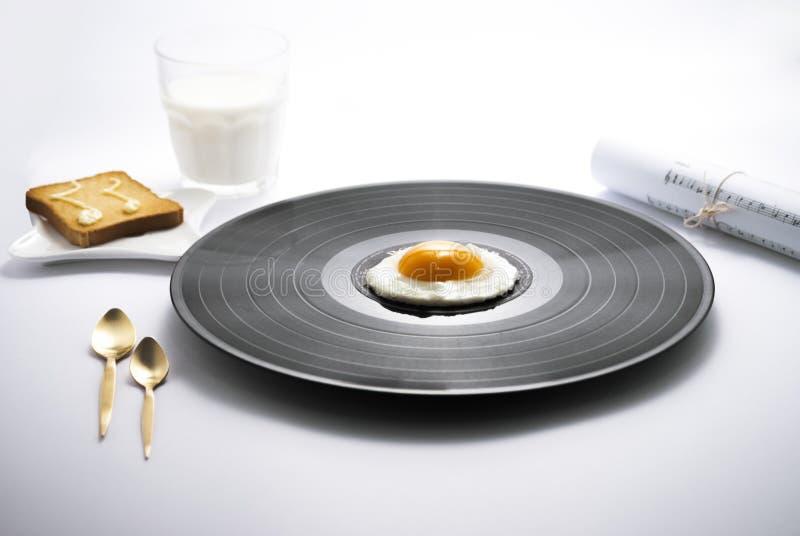 Matmusik och frukostvinylägg arkivfoto