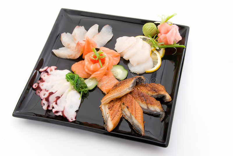 maträtt 2 gjorde sashimien royaltyfri fotografi