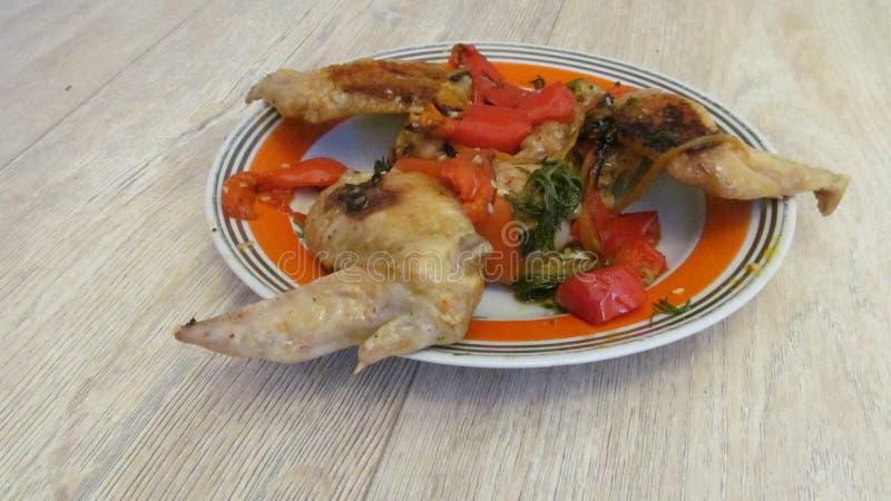 Maträtt av stekte vingar, peppar royaltyfria foton