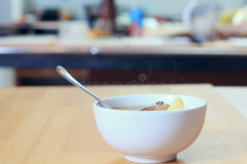 Maträtt med en soup arkivfoton