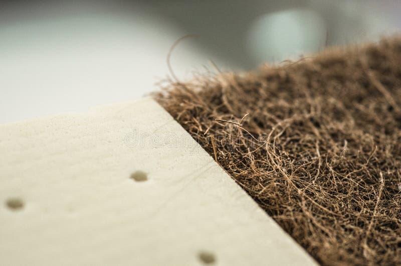 Matratze mit Coir Kokosnusscoir und Naturpara-Latex Kokosraspeloberteil für die Produktion von Matratzen lizenzfreies stockbild