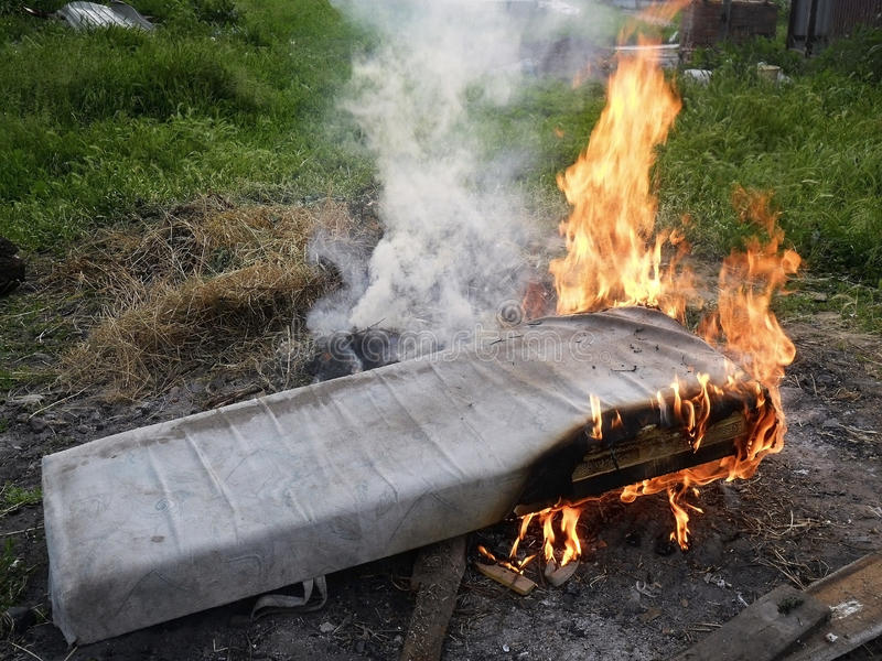 Matress che comincia bruciare fotografie stock