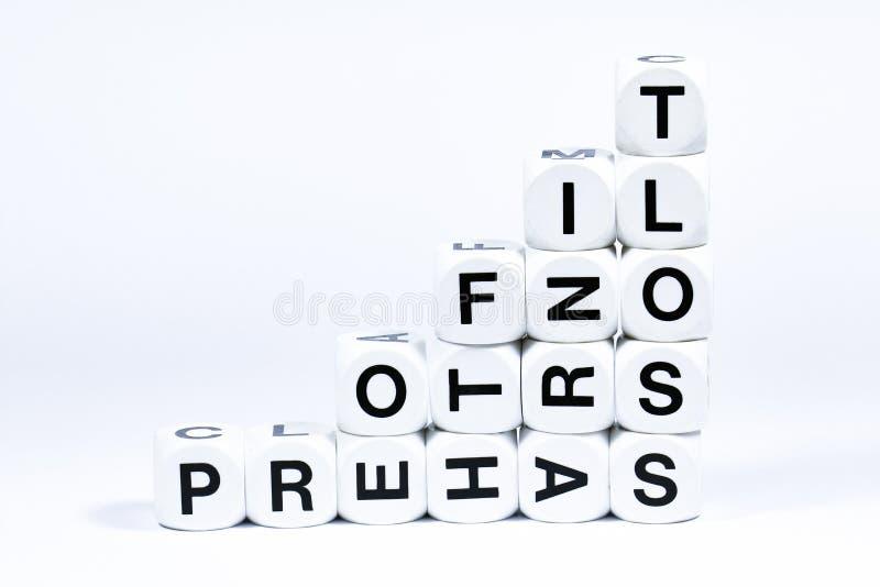 Matrices en lettres définissant les mots de profits et pertes photos libres de droits