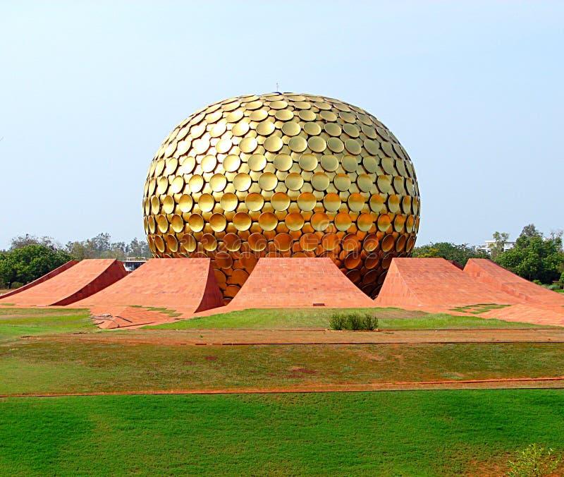 Matrimandir, Auroville, Indien stockbild