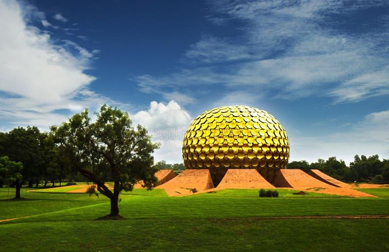 Matrimandir - temple d'or dans Auroville, Tamil Nadu, Inde photos stock