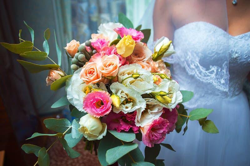 Matrimonio de la boda de los jóvenes fotografía de archivo