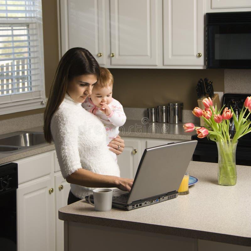 Matriz com bebê. imagens de stock