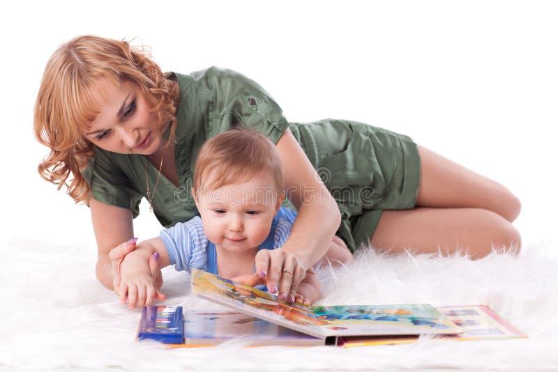 Matriz com bebê pequeno. imagem de stock