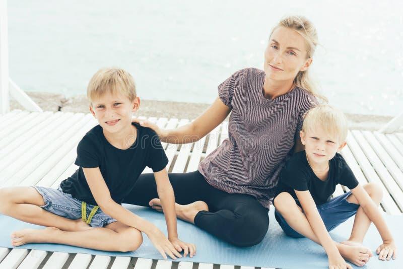 Matriz com dois filhos fotos de stock royalty free