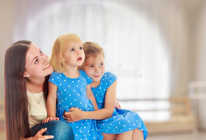 Matriz com duas filhas foto de stock royalty free