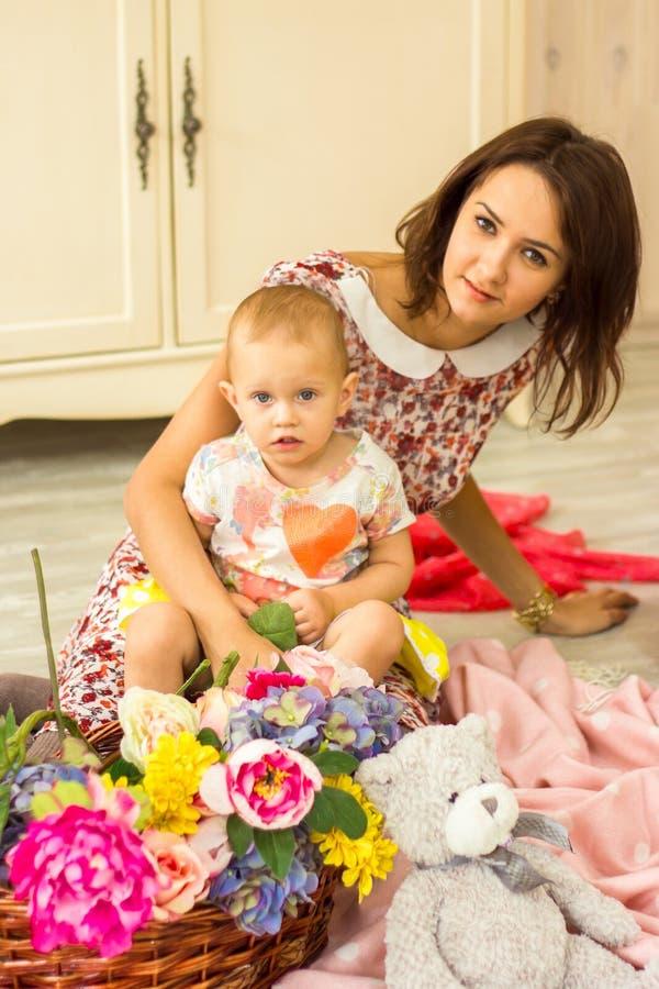 Matriz com sua filha pequena imagens de stock royalty free