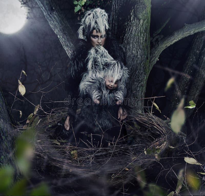 matriz do corvo com criança fotografia de stock royalty free