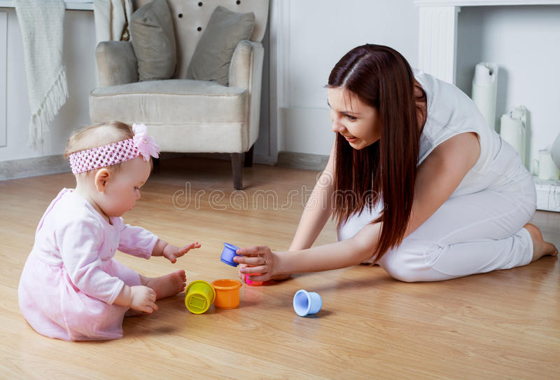 Matriz e bebê em casa foto de stock royalty free