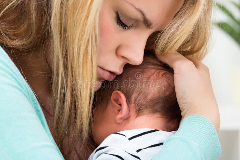 Matriz e bebê felizes fotografia de stock