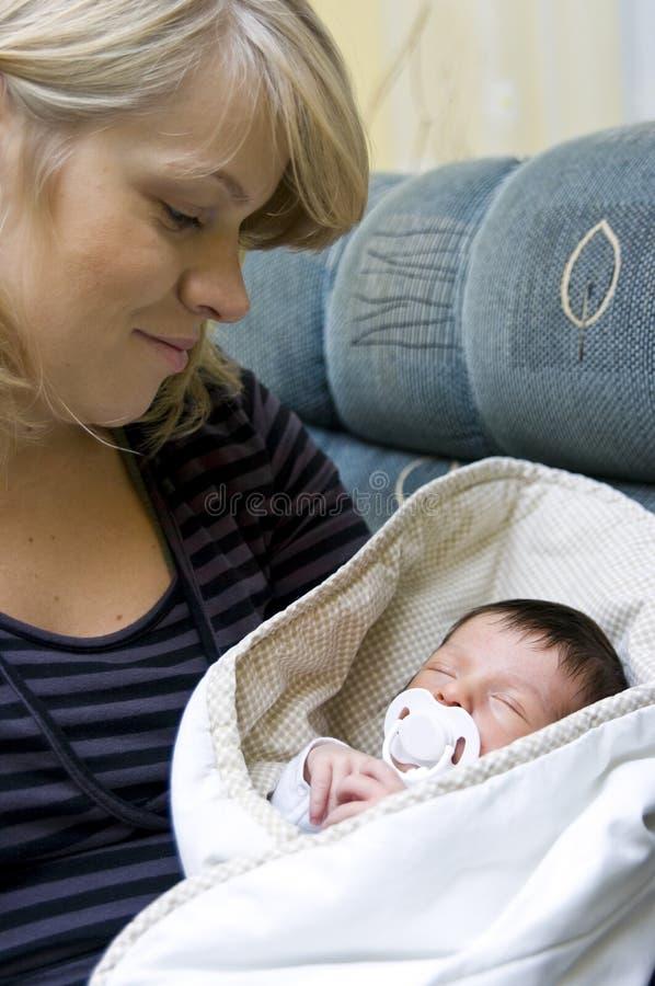 Matriz e bebê recém-nascido fotografia de stock royalty free