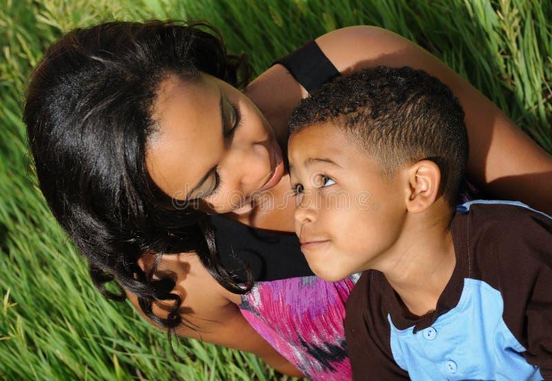Matriz e criança do americano africano fotos de stock royalty free