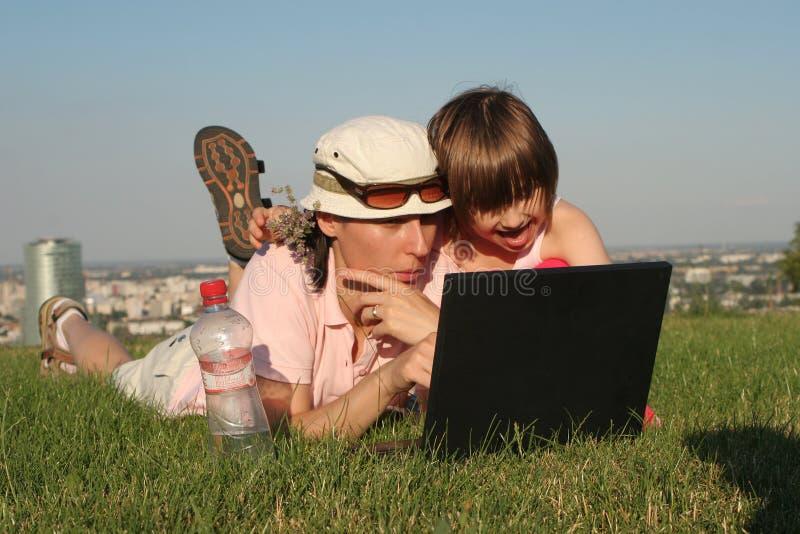 Matriz e criança no trabalho fotografia de stock royalty free