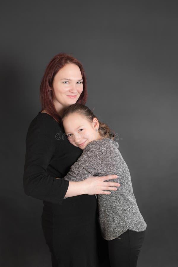 Matriz e filha alegres imagem de stock royalty free