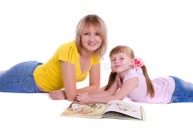 Matriz e filha com livro imagens de stock