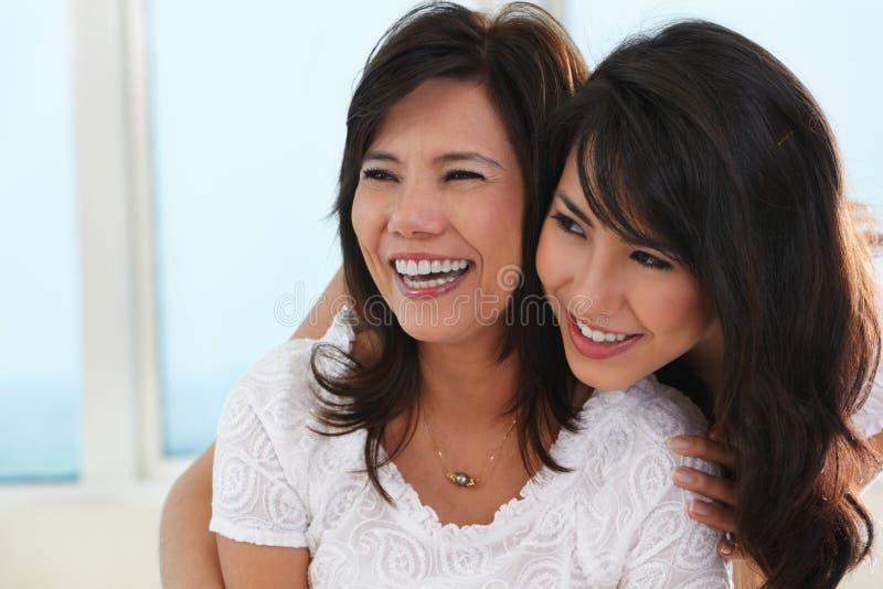 Matriz e filha felizes foto de stock royalty free