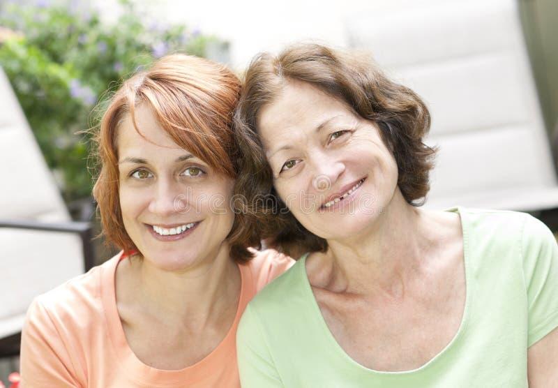 Matriz e filha maduras fotografia de stock