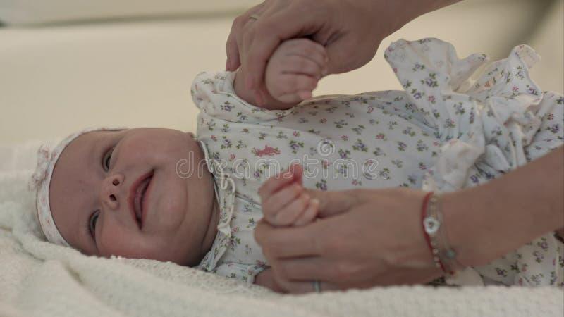 Matriz e seu bebê Amor Mãe e bebê felizes imagem de stock
