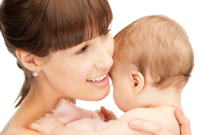 Matriz feliz com bebê adorável fotografia de stock