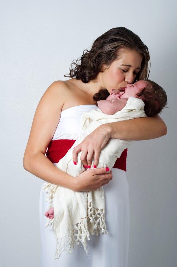 Matriz feliz com bebê do litle fotografia de stock royalty free