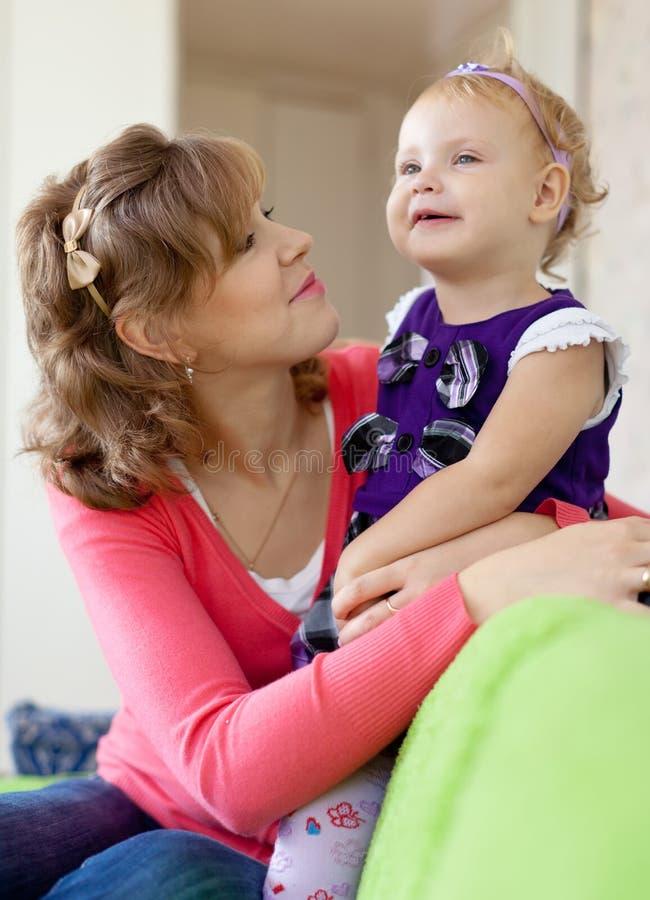 Download Matriz feliz com seu bebê imagem de stock. Imagem de família - 26506635