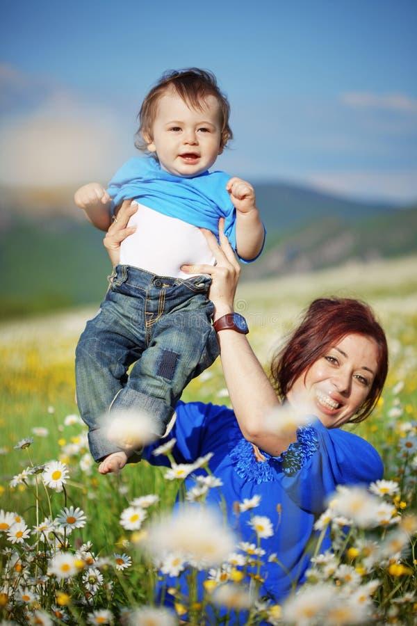 Matriz feliz com sua criança imagens de stock royalty free