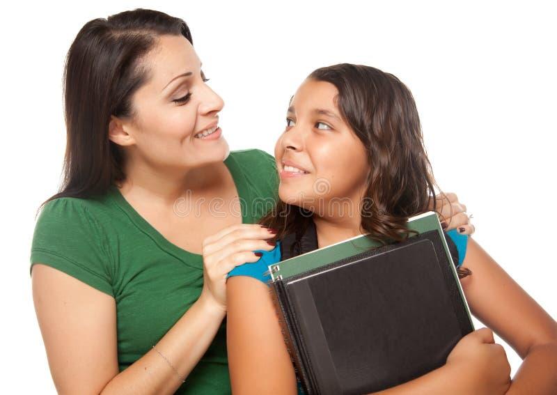 Matriz latino-americano e filha prontas para a escola fotos de stock