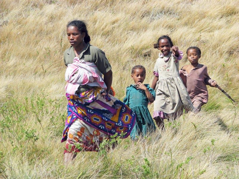 Matriz malgaxe com crianças fotografia de stock royalty free