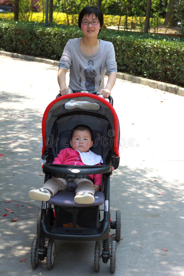 Matriz nova e seu bebê foto de stock royalty free
