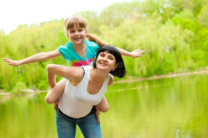 Matriz que joga com filha foto de stock royalty free