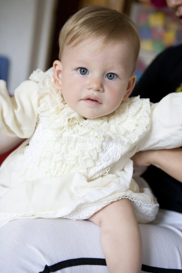 A matriz veste acima o bebê pequeno imagens de stock royalty free