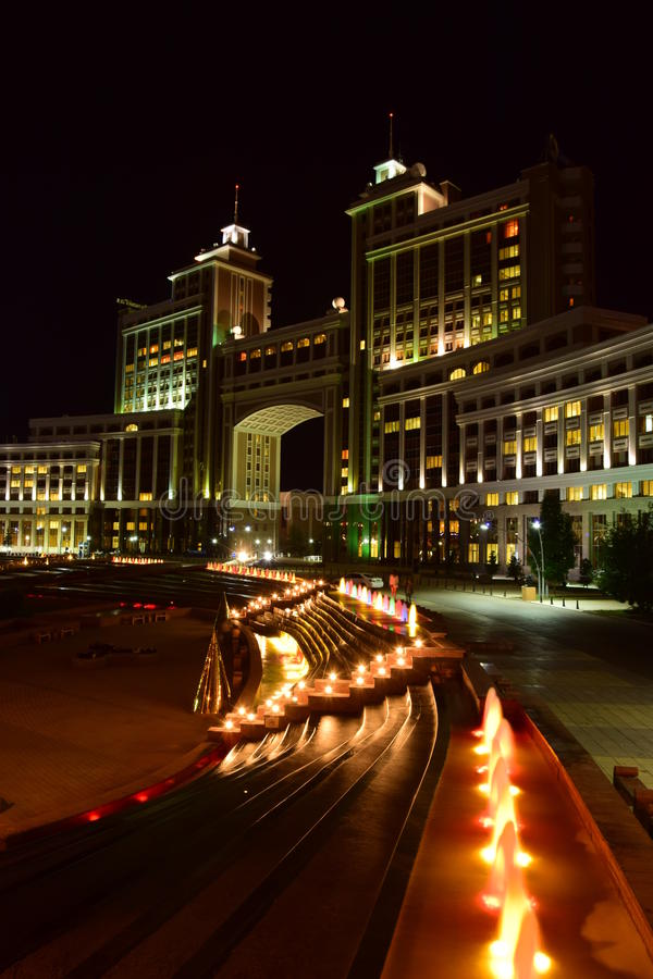 Matrizes da empresa petrolífera KazMunaiGaz em Astana fotos de stock royalty free