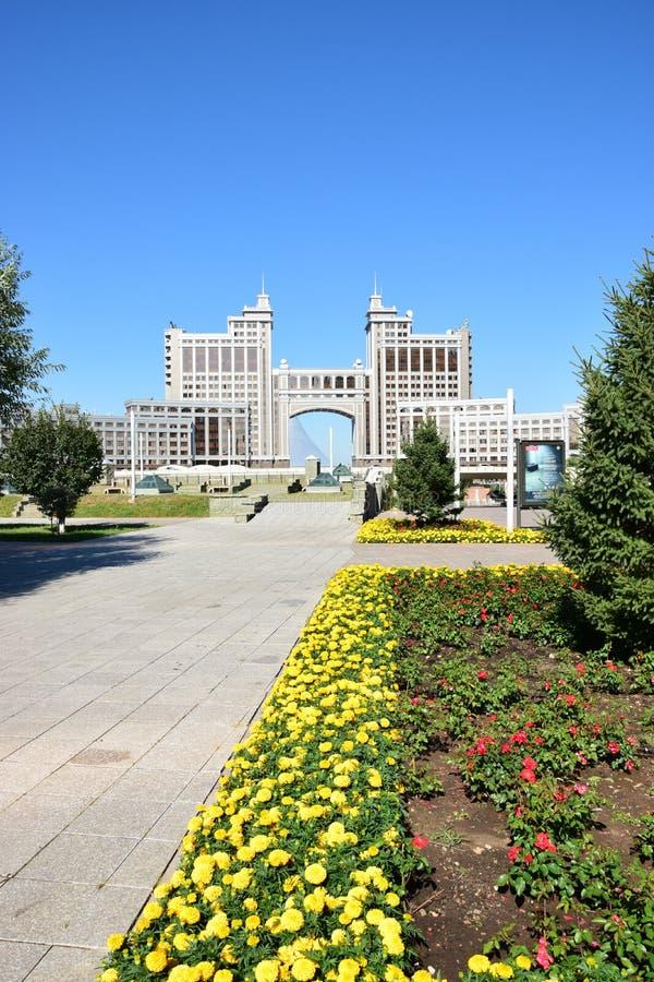 Matrizes da empresa petrolífera KazMunaiGaz em Astana, Cazaquistão imagens de stock royalty free