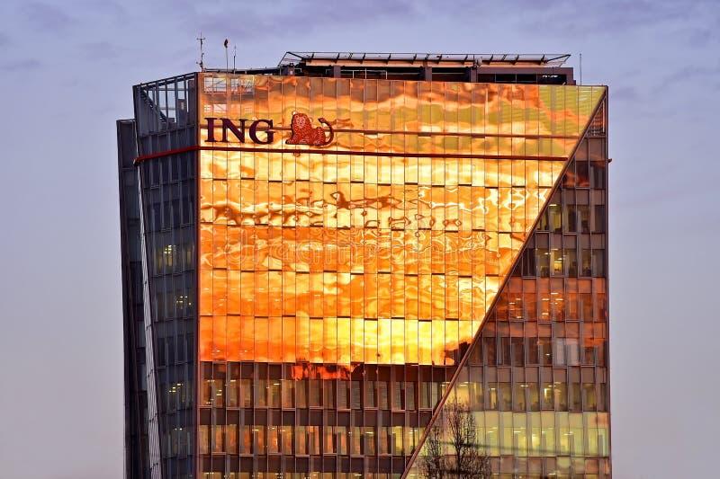 Matrizes de ING Bucareste no por do sol foto de stock