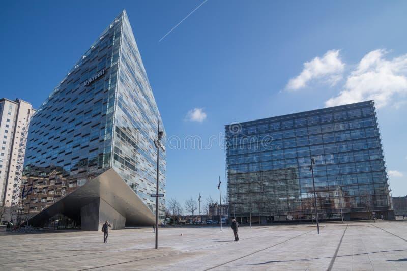 Matrizes incorporadas de Nykredit, do cristal e do cubo, Copenhaga, Dinamarca foto de stock