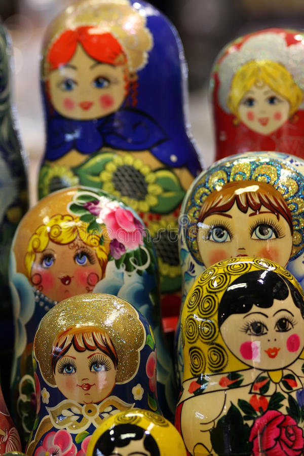 Download Matryoshka arkivfoto. Bild av traditionellt, färger, russia - 13506632