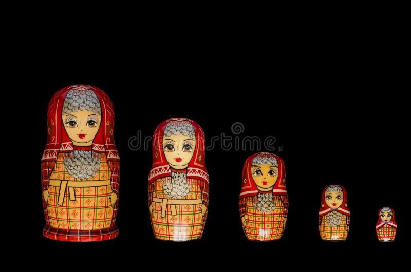 Matryoshka Cinque bambole rosse fotografia stock libera da diritti
