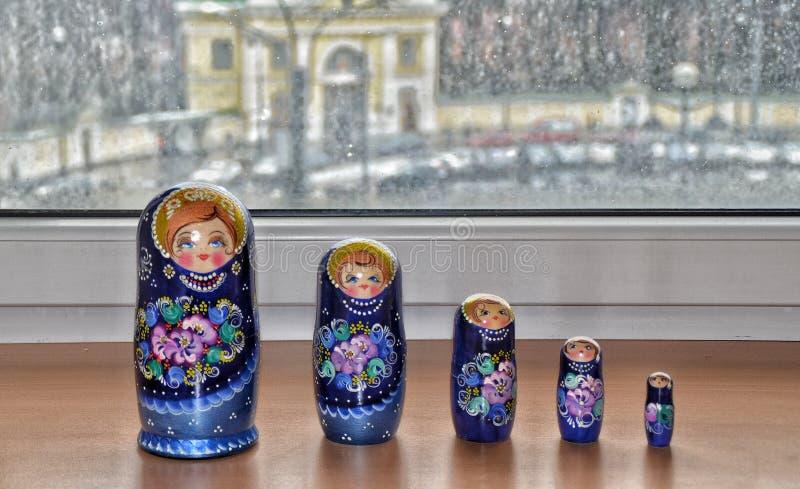 Matryoshka, muñecas rusas de la jerarquización imagenes de archivo