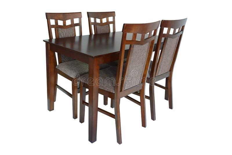 Matsalmöblemanguppsättning av tabell och fyra stolar Elegant äta middag möblemang för vardagsrum eller kök som göras av brunt trä royaltyfri bild